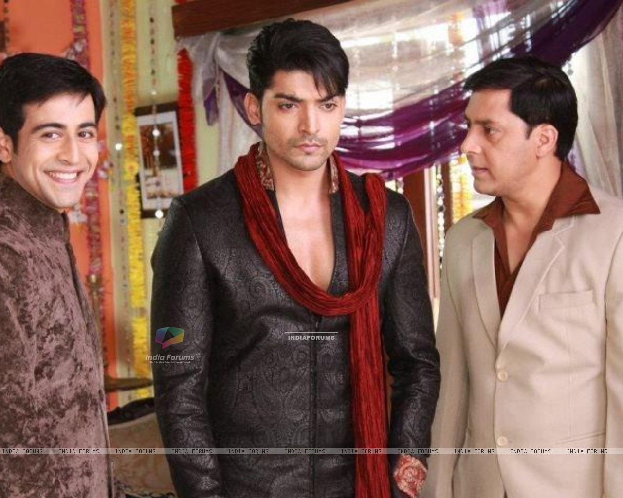 Gurmeeet Choudhary, Dishank Arora and Rakesh Kukreti on sets of punar vivah (195023) size:1280x1024