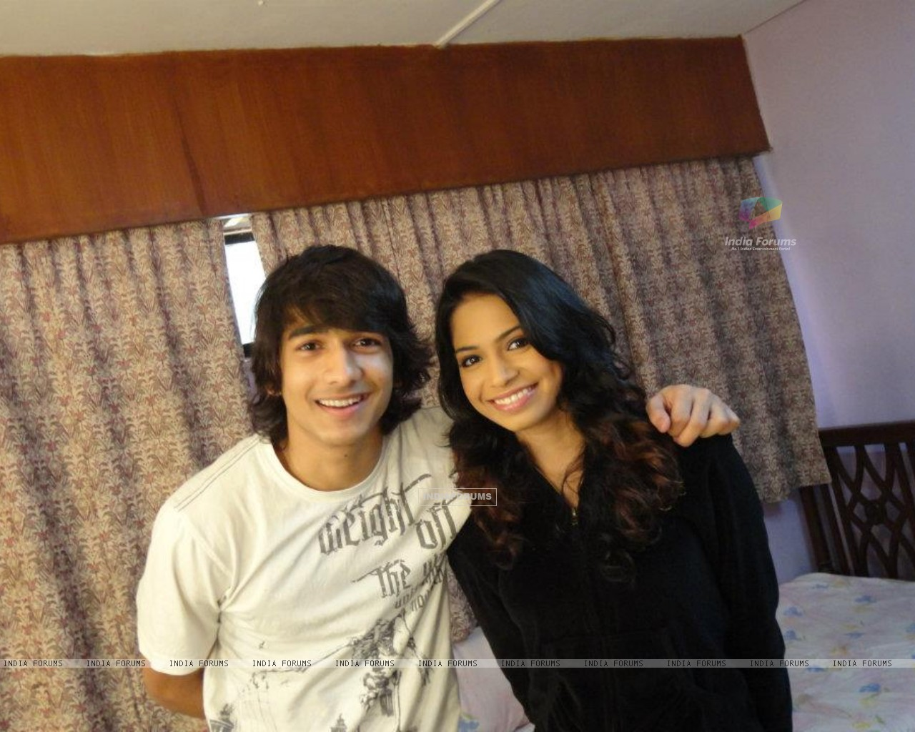 Sneha and Shantanu celebrating one year of SwaRon in Dil, Dosti Dance (196391) size:1280x1024
