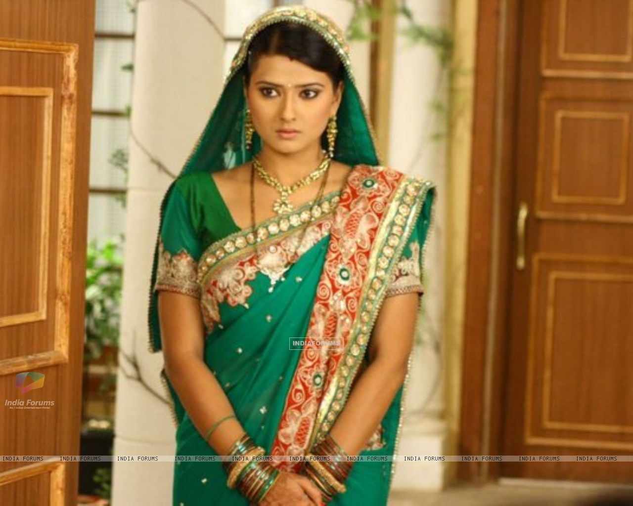 Kratika Sengar on the set of Punar Vivah (196696) size:1280x1024