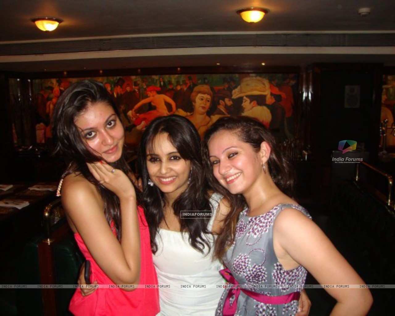 Aditi Tailing and Lavina Tandon at party (198572) size:1280x1024