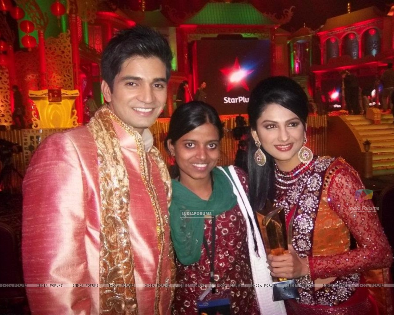 Rucha Hasabnis & Vishal Singh at star parivaar awards 2011 at macau (198813) size:1280x1024