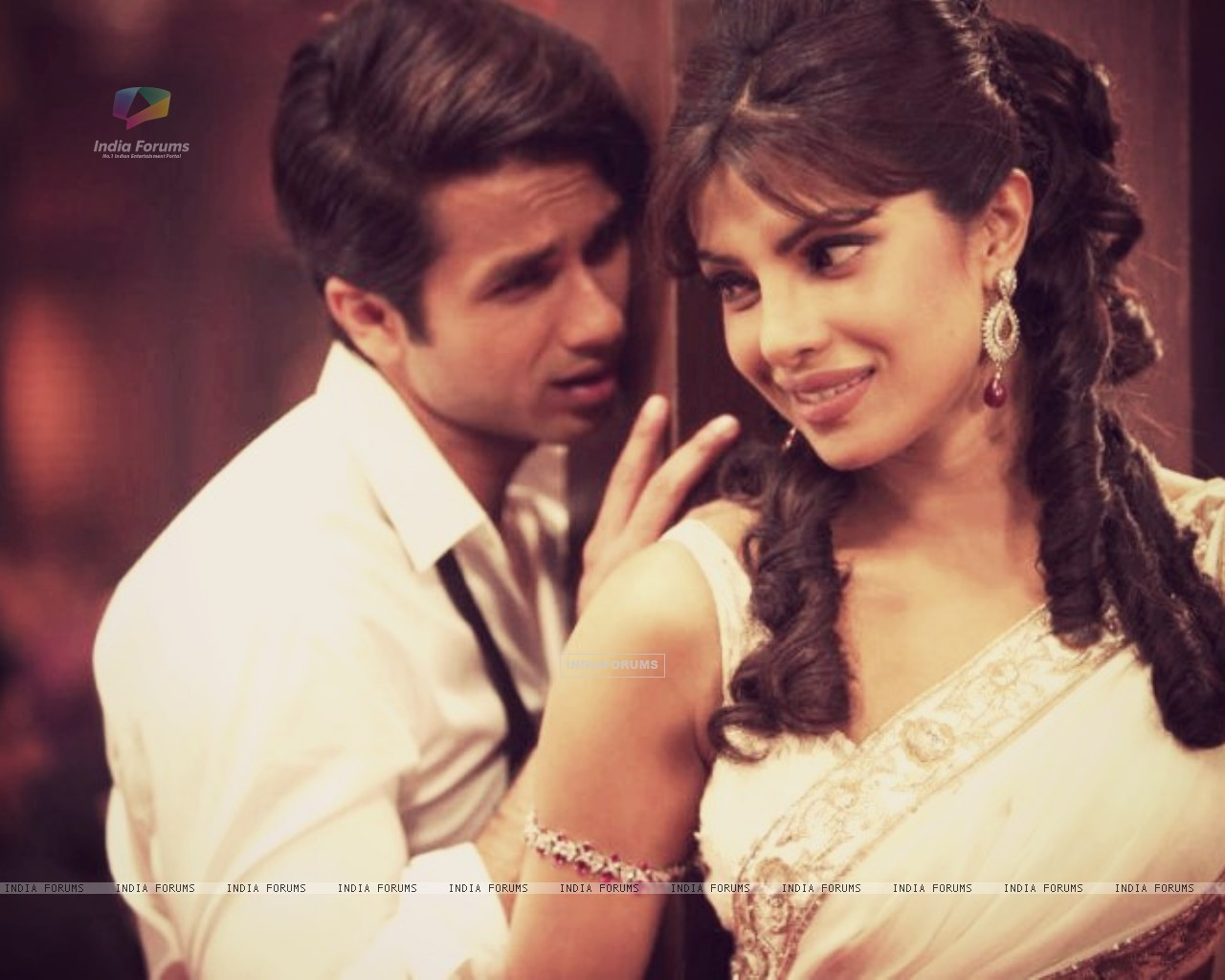 Priyanka and Shahid in Teri Meri Kahani (199786) size:1280x1024
