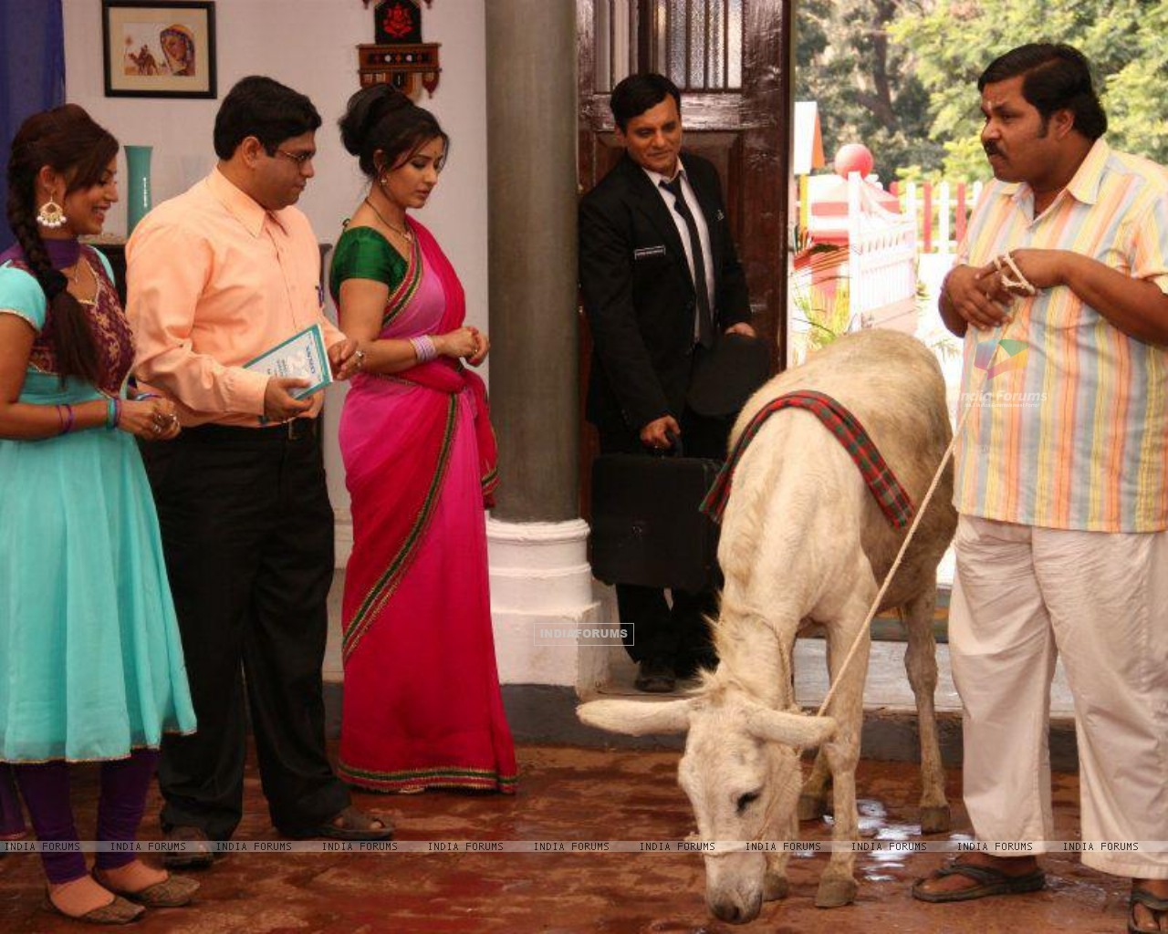 Debina Bonnerjee, Shilpa Shinde, Paresh Ganatra, Sumit Arora on the Sets of CG (200129) size:1280x1024