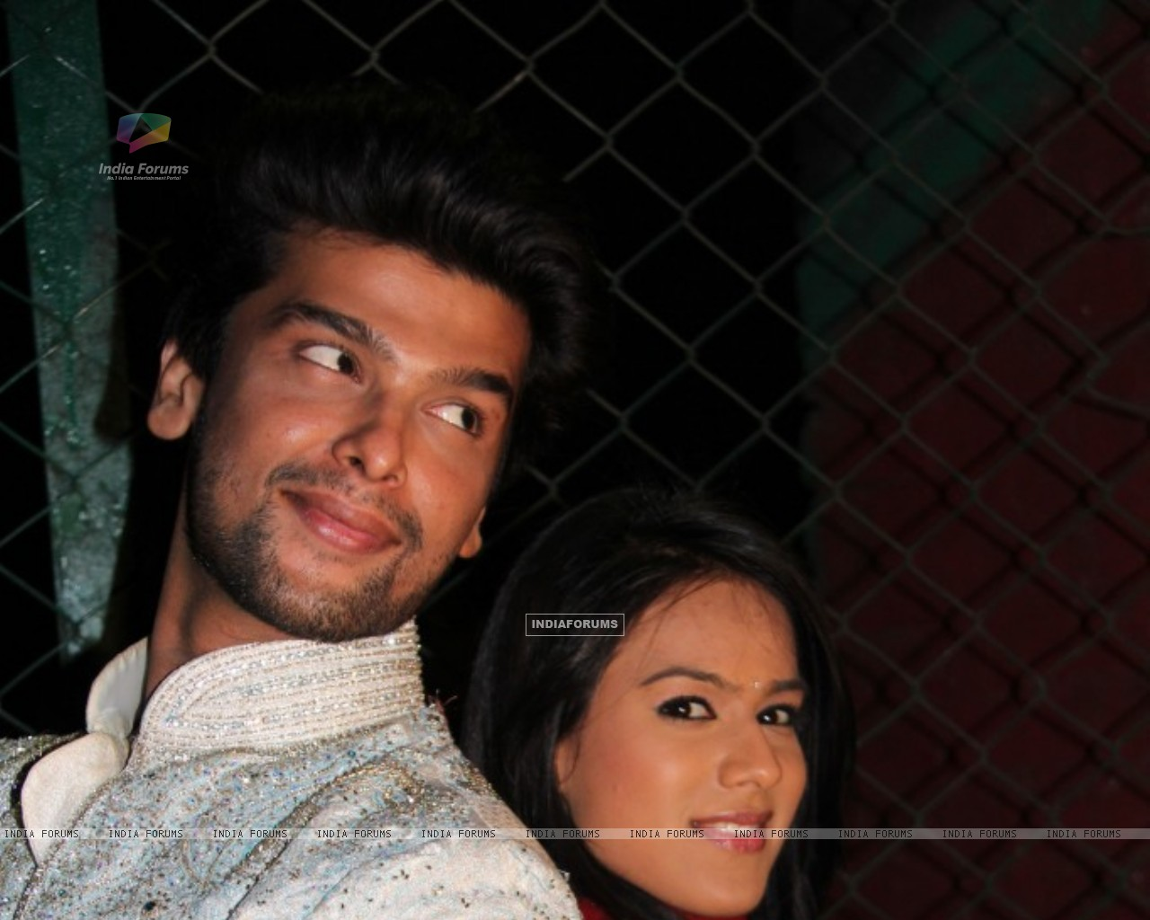 Still of Nia Sharma and Kushal tandon as Manvi and virat from Ek Hazaaron Mein Meri Behna Hain (200958) size:1280x1024