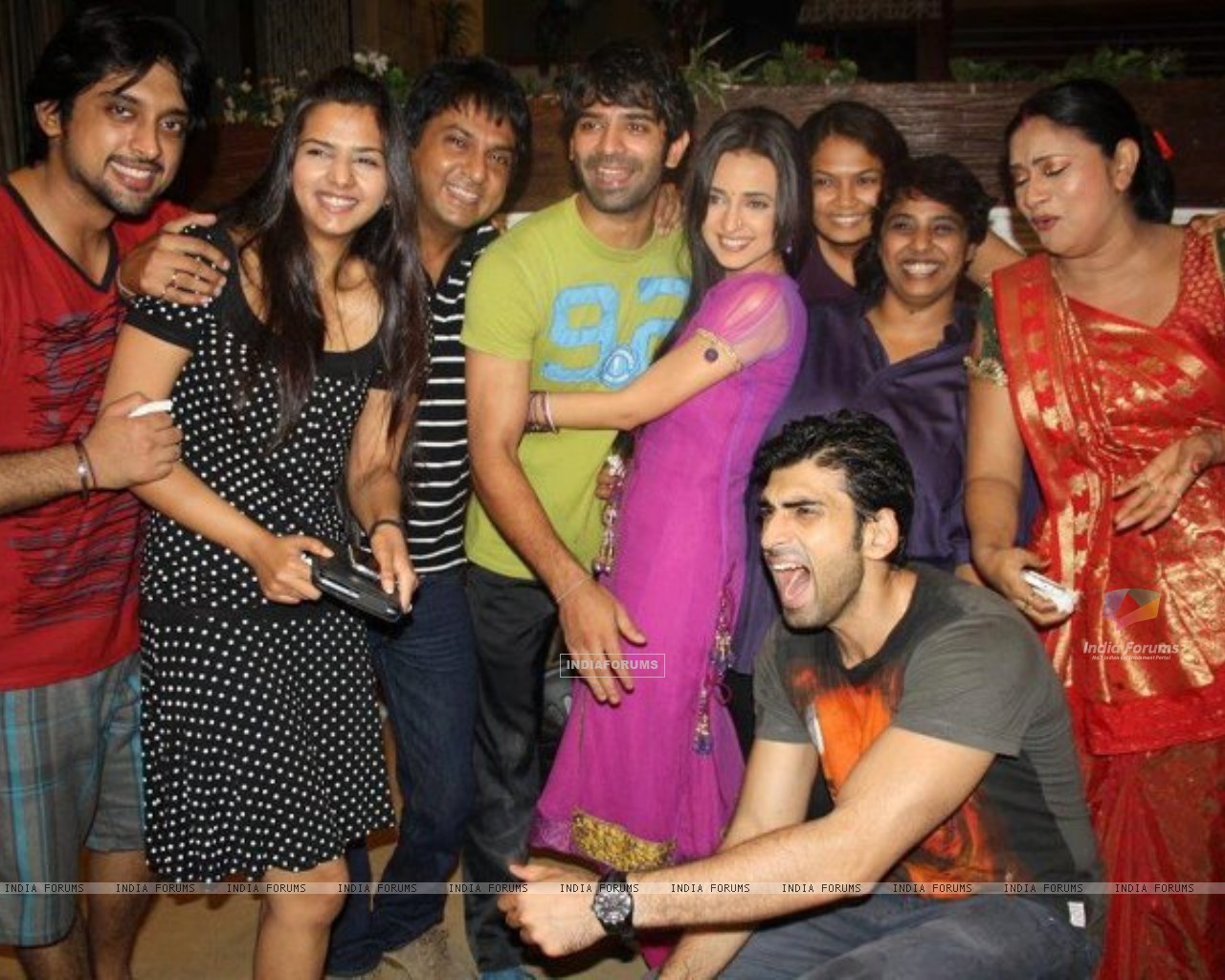 The cast and crew of Iss Pyaar Ko Kya Naam Doon? celebrating their one