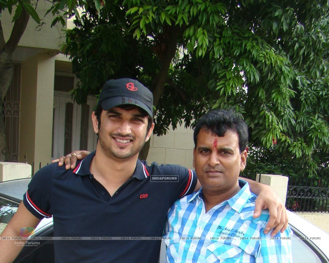 Sushant Singh Rajput With His Cousin (202568) size:1280x1024