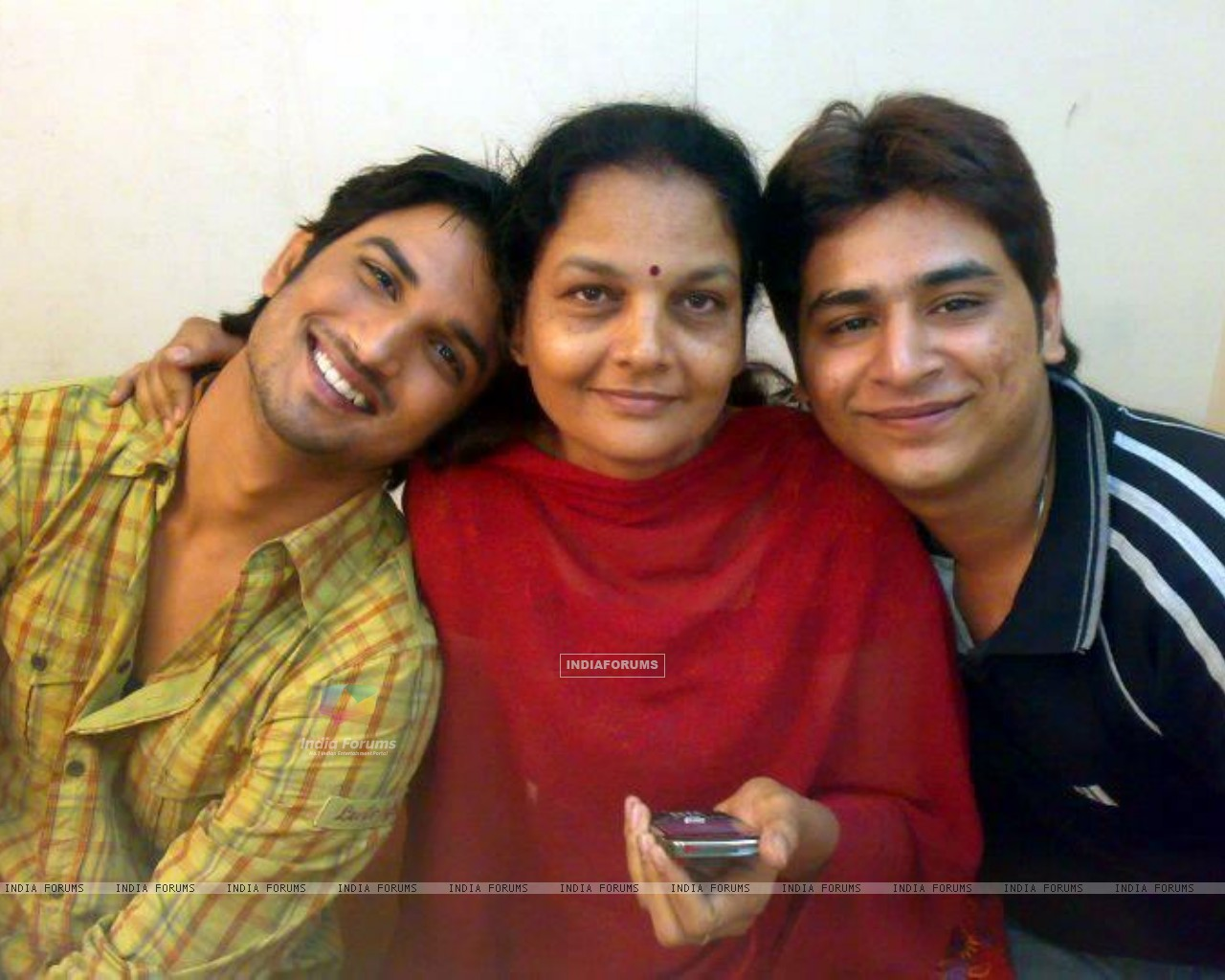 Sushant Singh Rajput With Ankita's Mother (202571) size:1280x1024