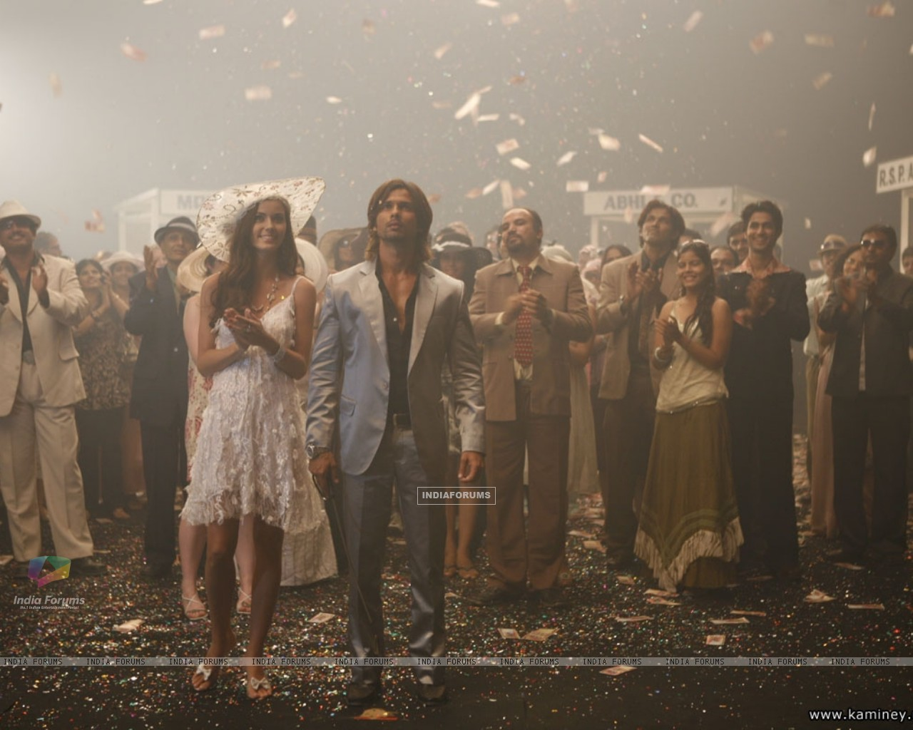 Shahid and Priyanka in Kaminey movie (20352) size:1280x1024