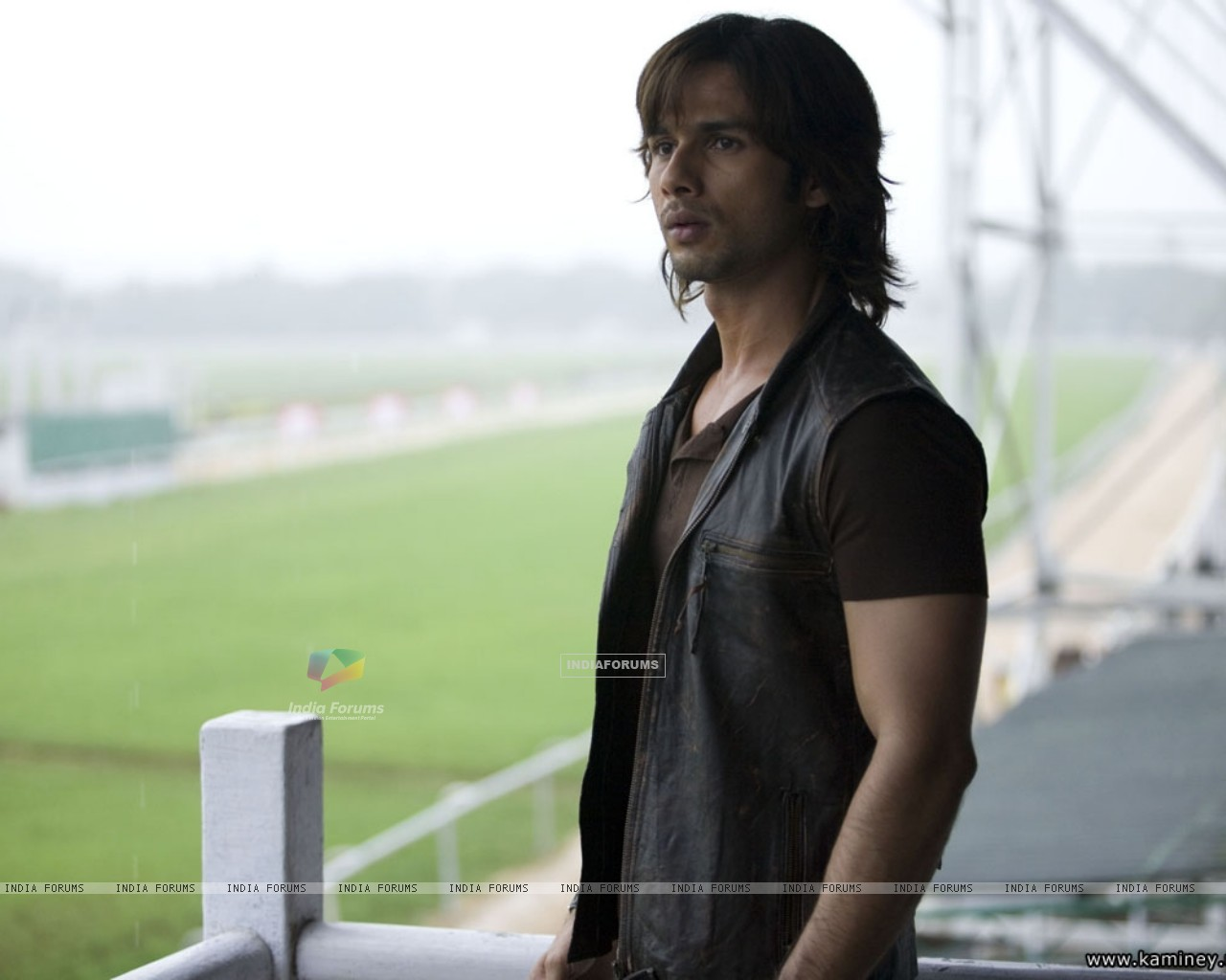 Shahid Kapoor looking confused (20357) size:1280x1024