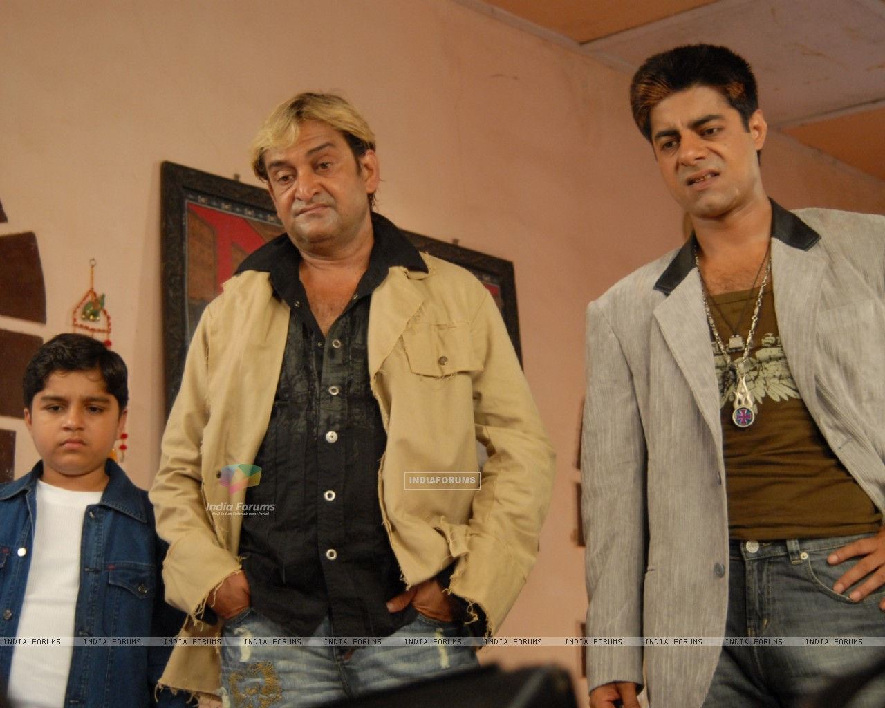 Mahesh Manjrekar and Sushant Singh in the movie Toss (20367) size:1280x1024