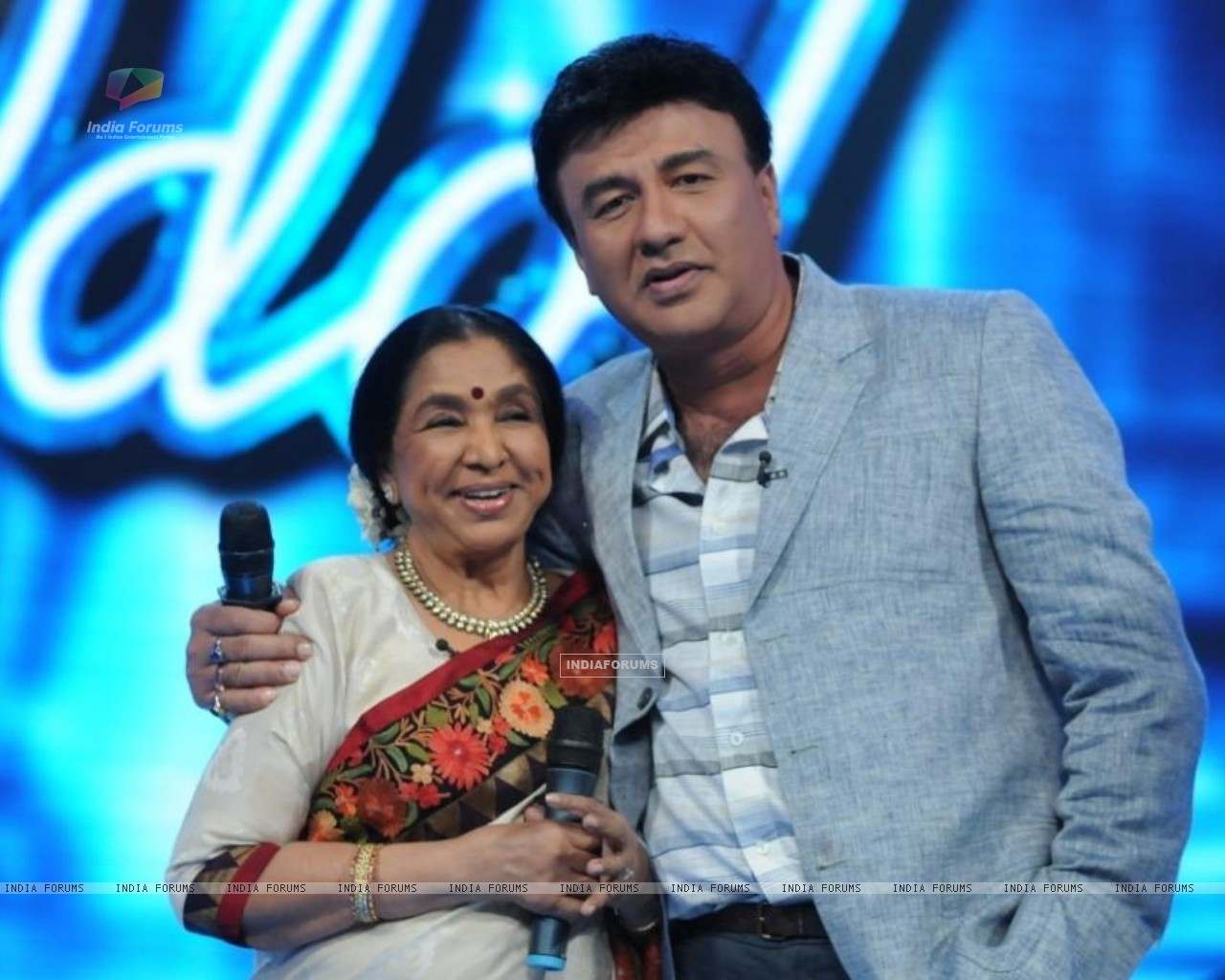 Asha Bhosle and Anu Malik on the set of Indian Idol 6 (204753) size:1280x1024