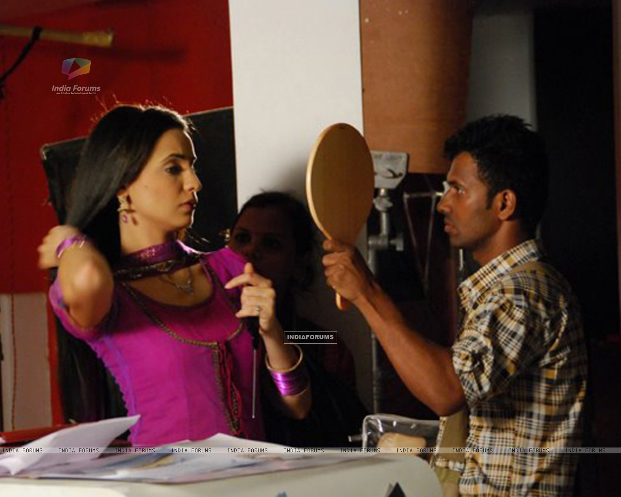 Sanaya Irani on the sets of Iss Pyaar Ko Kya Naam Doon? (204816) size:1280x1024