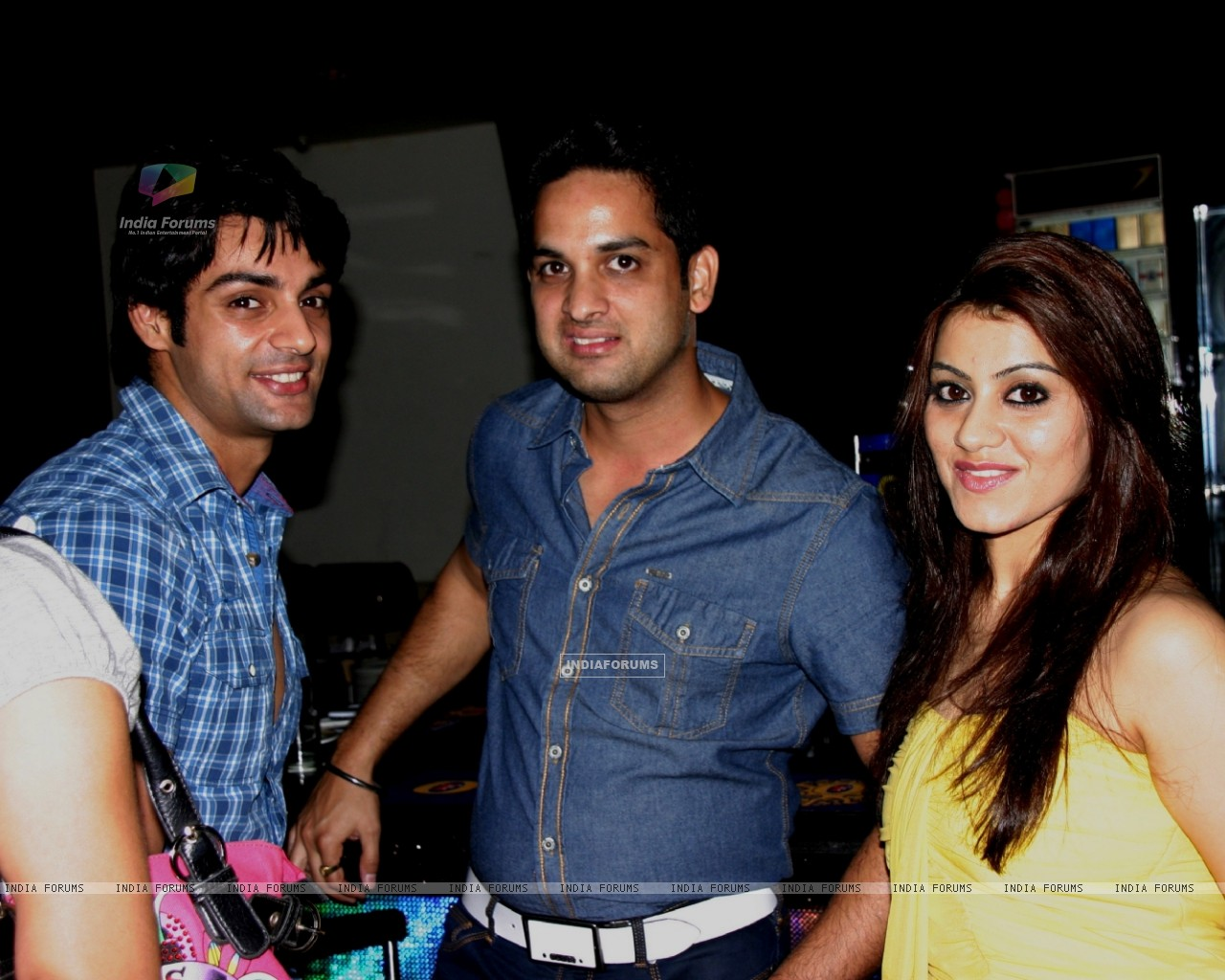 Vikas Kalantri and Priyanka Chibber at Karan Wahi Birthday Party (206671) size:1280x1024