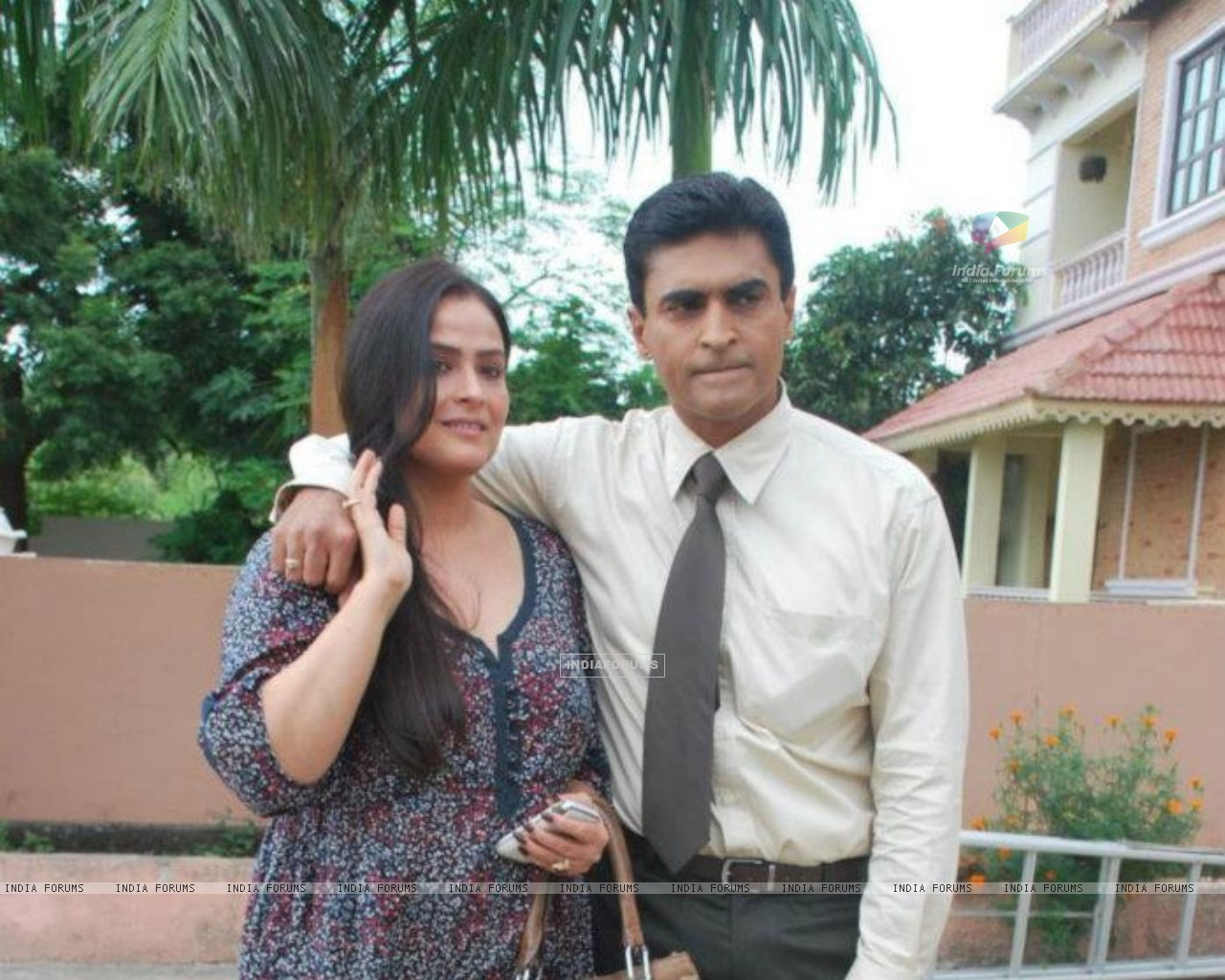 Mohnish Bahl with his wife Aarti Bahl (208839) size:1280x1024