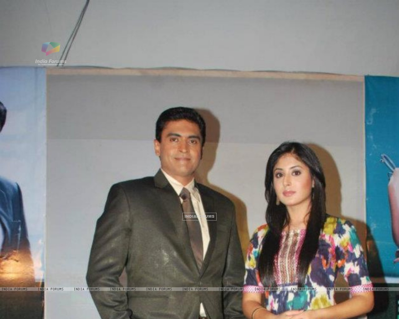 Mohnish Behl with Kritika Kamra (208844) size:1280x1024