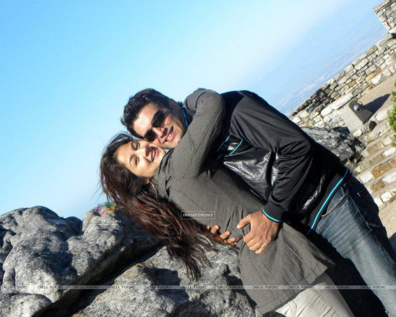 Sharad Kelkar With Keerti in South Africa (209102) size:1280x1024