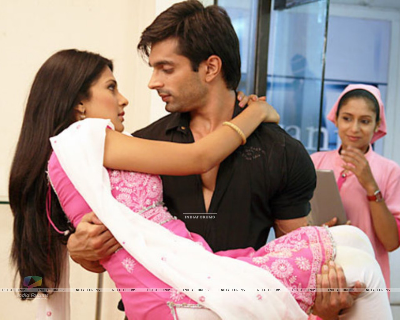 Jennifer Winget and Karan Singh Grover (212151) size:1280x1024