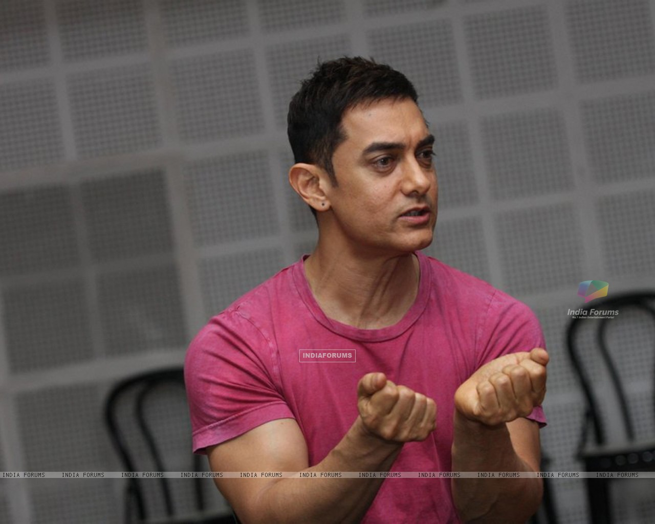 Bollywood actor Aamir Khan at SMJ press conference in Yashraj Studio. . (212224) size:1280x1024