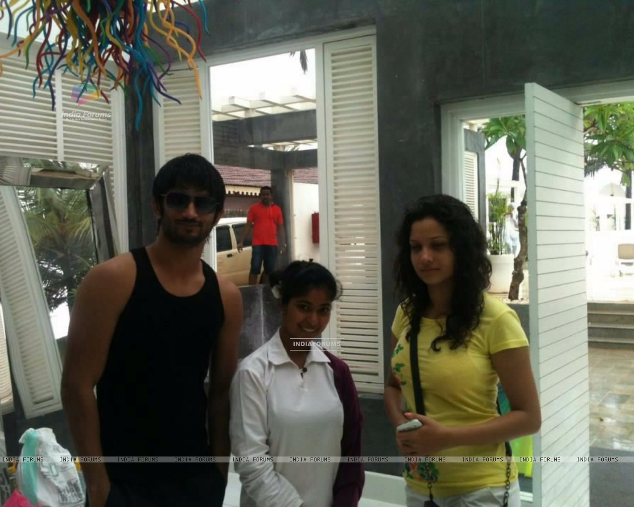 Sushant Singh Rajput, Ankita Lokhande With A Fan In Goa (214486) size:1280x1024