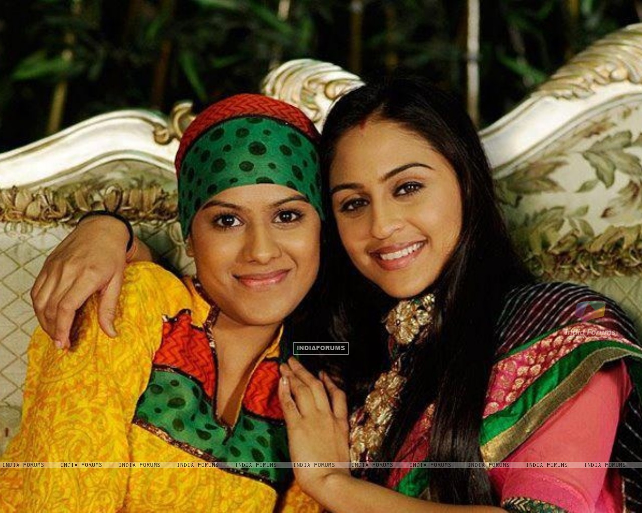 Nia Sharma as Manvi and Krystle as jeevika celebrates raksha bandhan day on sets (217157) size:1280x1024