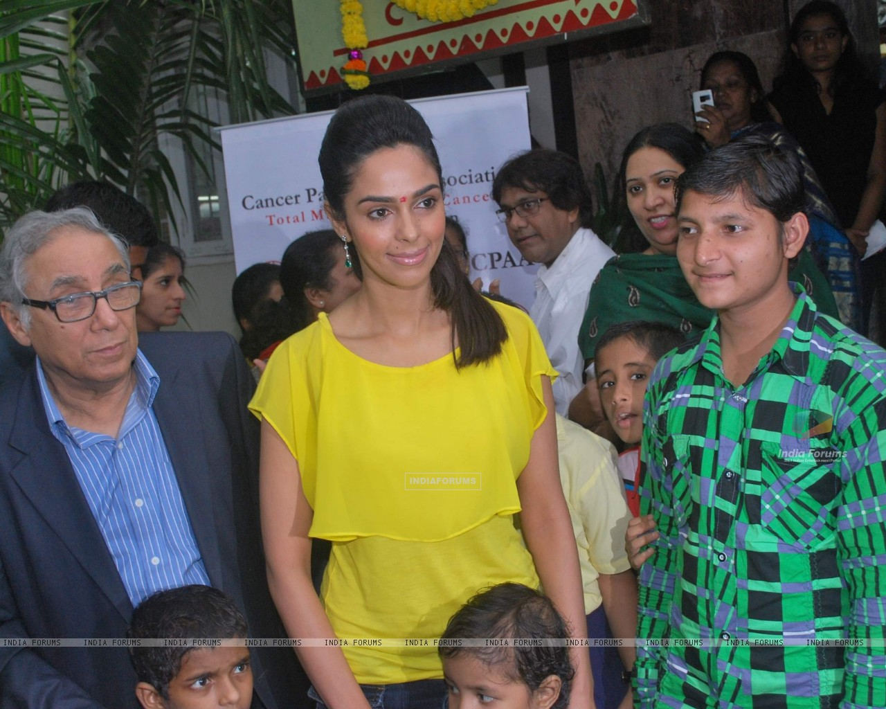 Bollywood actress Mallika Sherawat meets CPAA patients in Mumbai . (217380) size:1280x1024