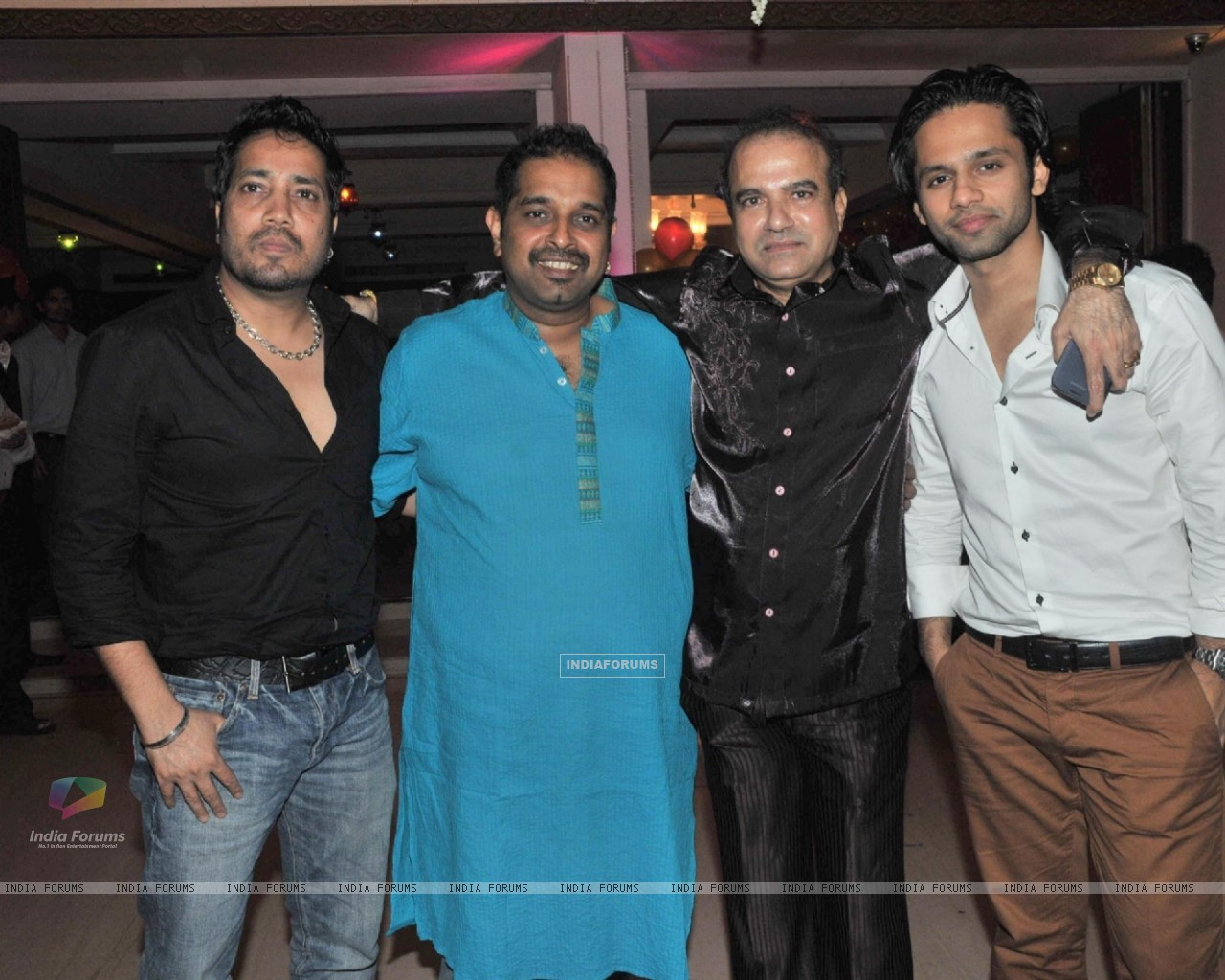 Mika Singh and Shankar Mahadevan at Suresh Wadkar's Birthday Bash (218707) size:1280x1024