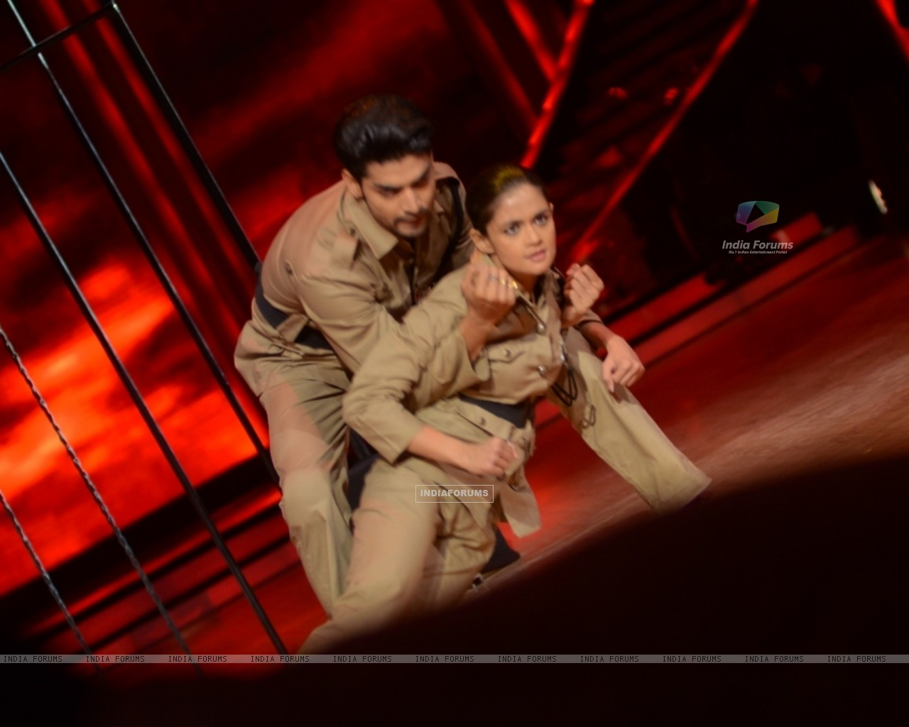 Gurmeet Choudhary and Shampa performing Desh Bakti Act on Jhalak Dikhla Jaa (221965) size:1280x1024