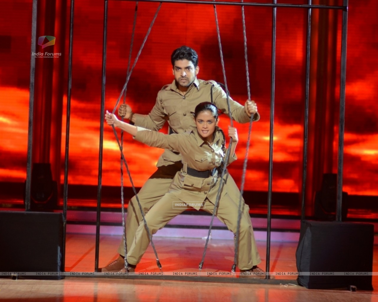 Gurmeet Choudhary and Shampa performing Desh Bakti Act on Jhalak Dikhla Jaa (221969) size:1280x1024