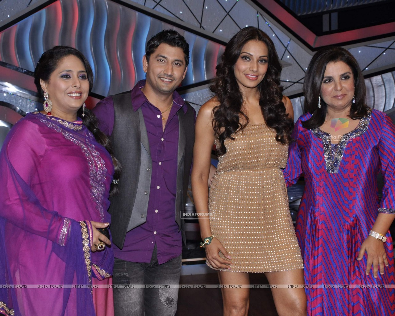 Bipasha Basu, Farah Khan, Geeta Kapur, Marzi Pestonji on the sets of DID Little Masters (222932) size:1280x1024