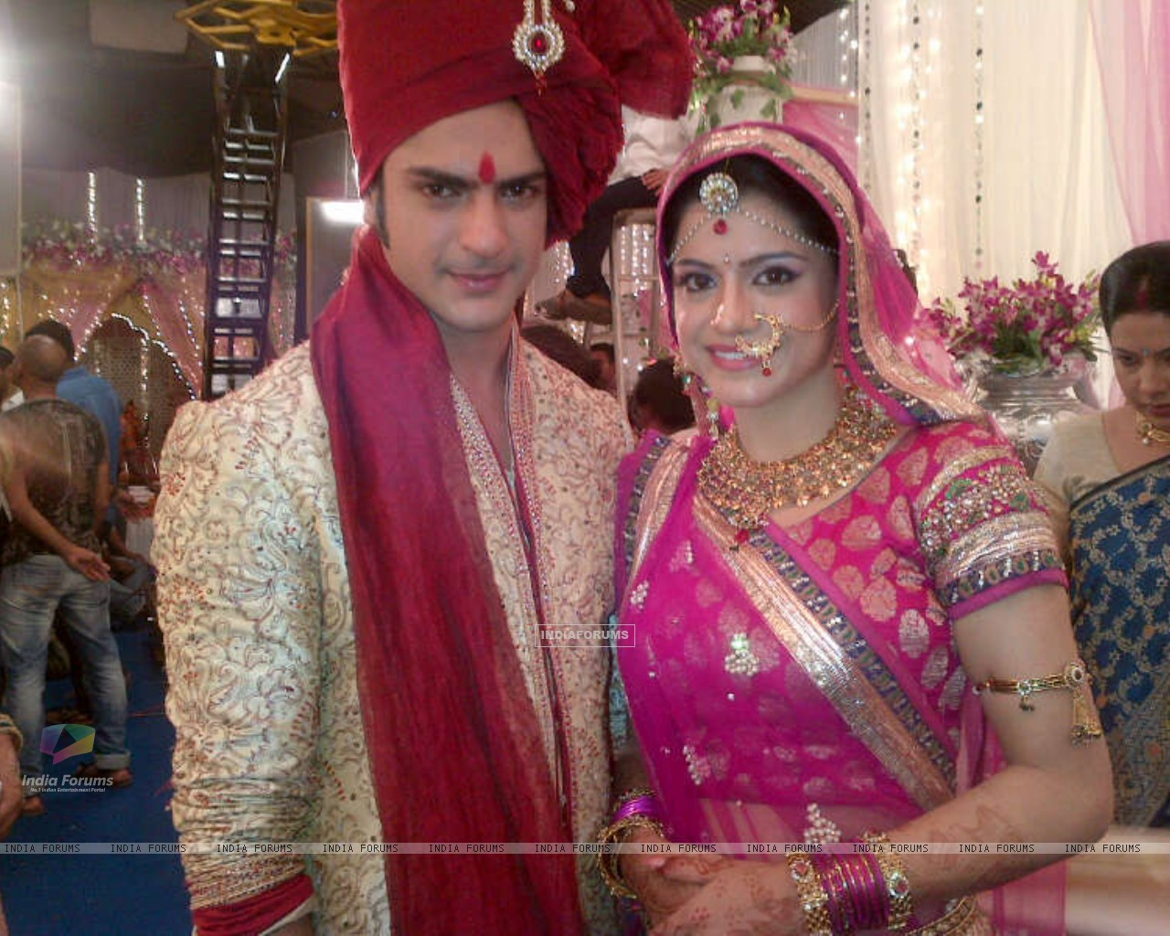 Ashish aka Saahil and Rishika aka Shivani getting married (224878) size:1280x1024