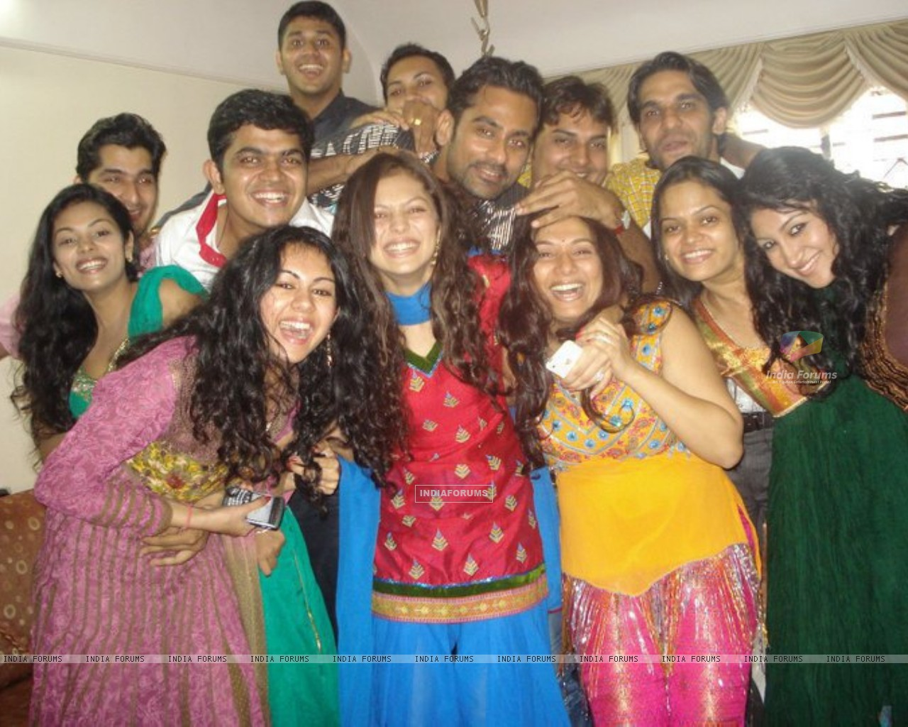 Drashti with friends (225301) size:1280x1024