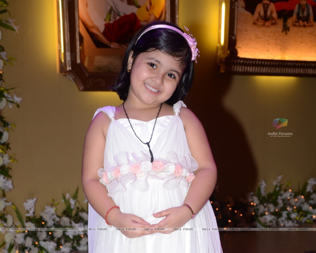 Amrita Mukherjee as Pihu in Bade Acche Lagte Hain (225303) size:1280x1024