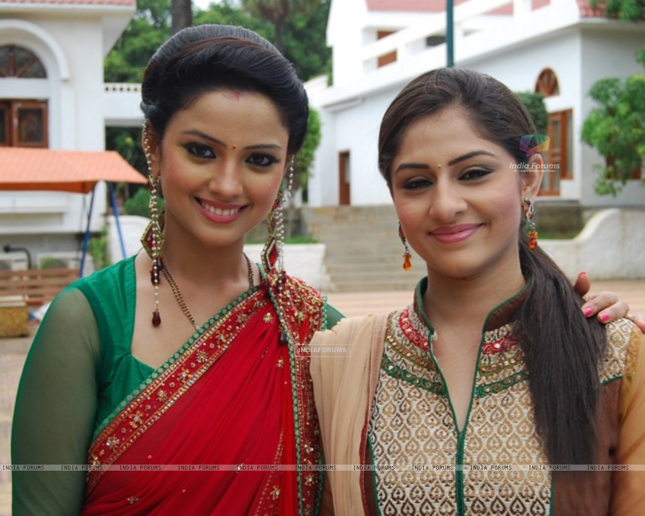 Ankita Sharma and Adaa Khan (225909) size:1280x1024