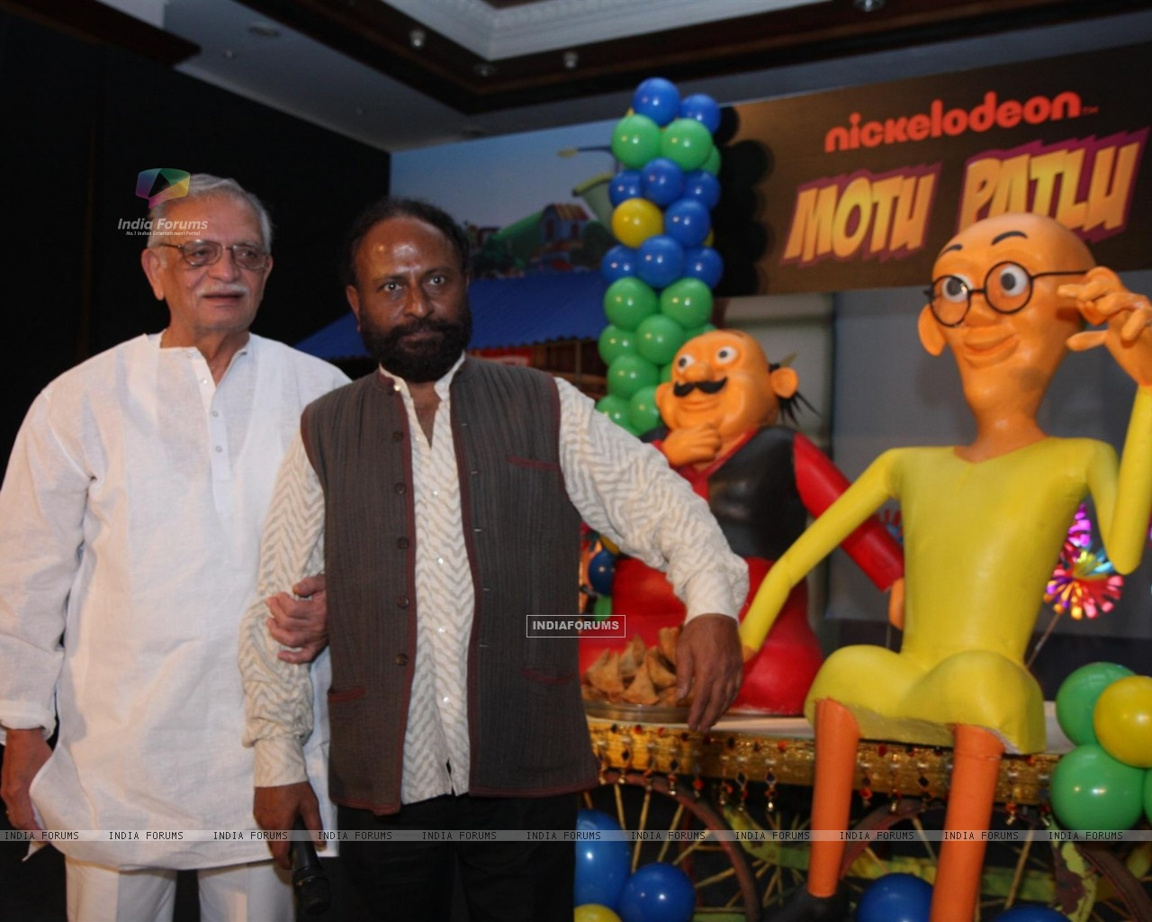 Gulzar and Ketan Mehta at the launch of the new Nickelodeon show �Motu Patlu�, at Hotel Taj Lands End, in Mumbai (229910) size:1280x1024