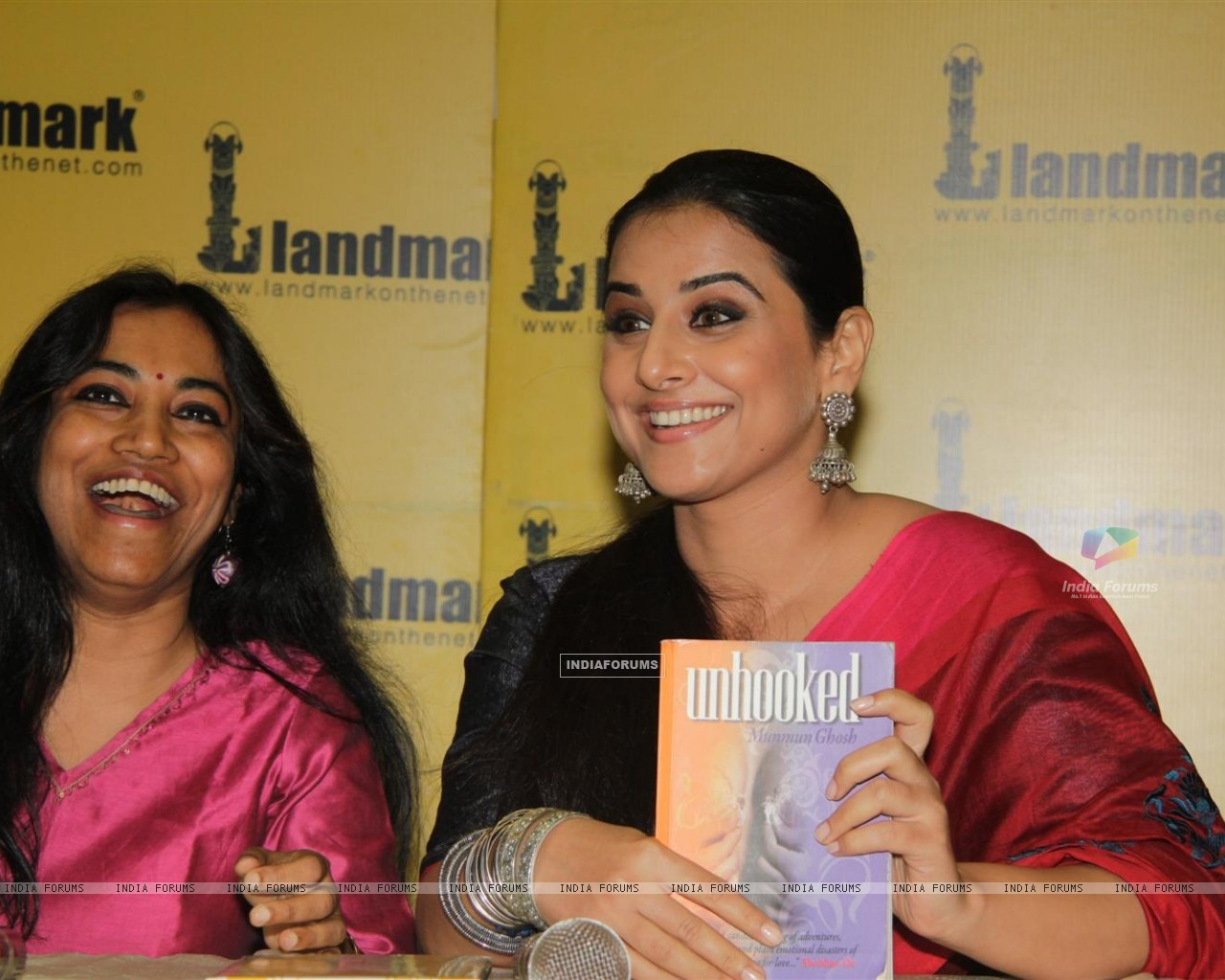 Vidya Balan at the launch of book Unhooked by author Munmun Ghosh (230470) size:1280x1024