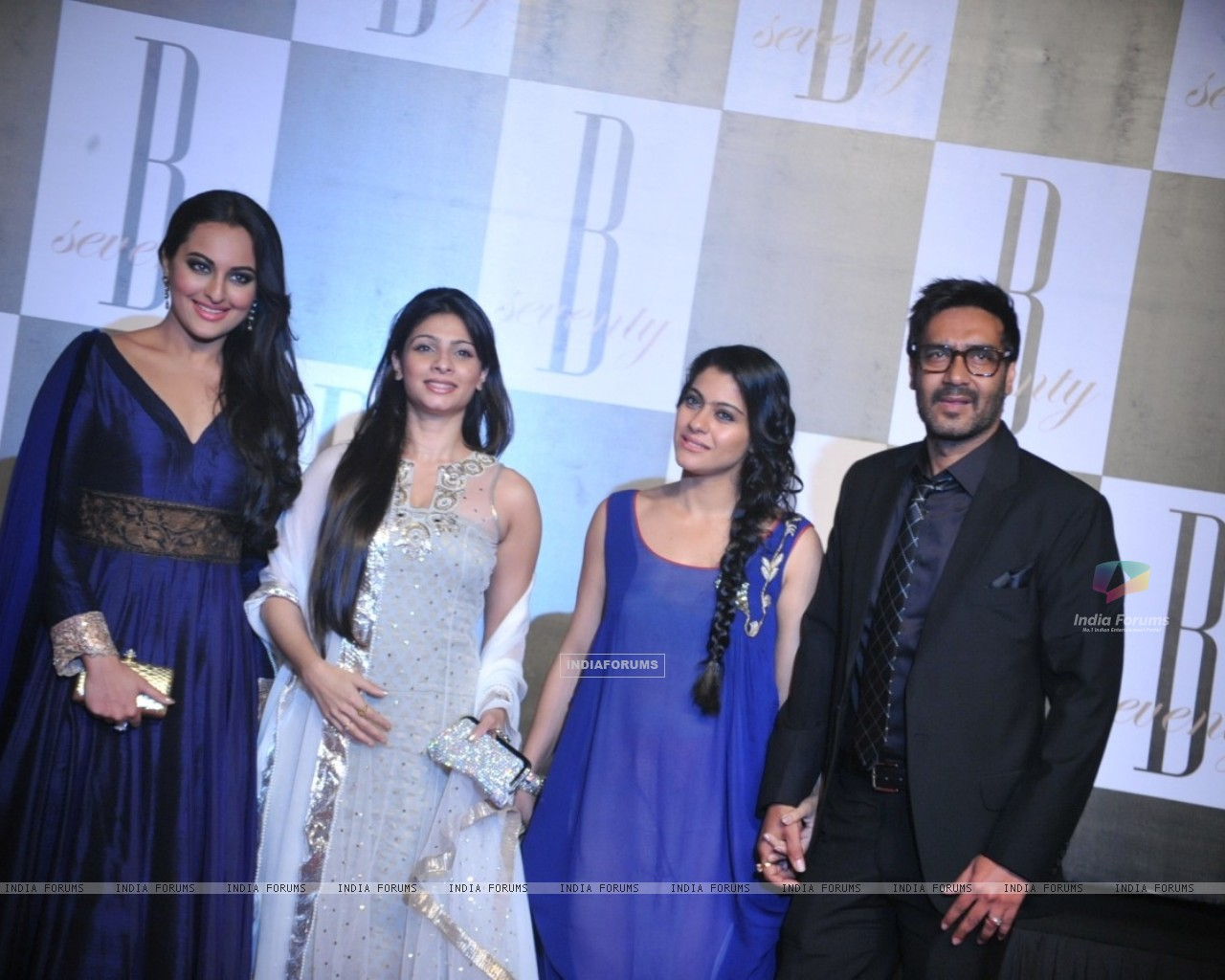 Sonakshi Sinha, Tanisha Mukherjee, Kajol and Ajay Devgan at Amitabh Bachchan's 70th Birthday Party (231352) size:1280x1024