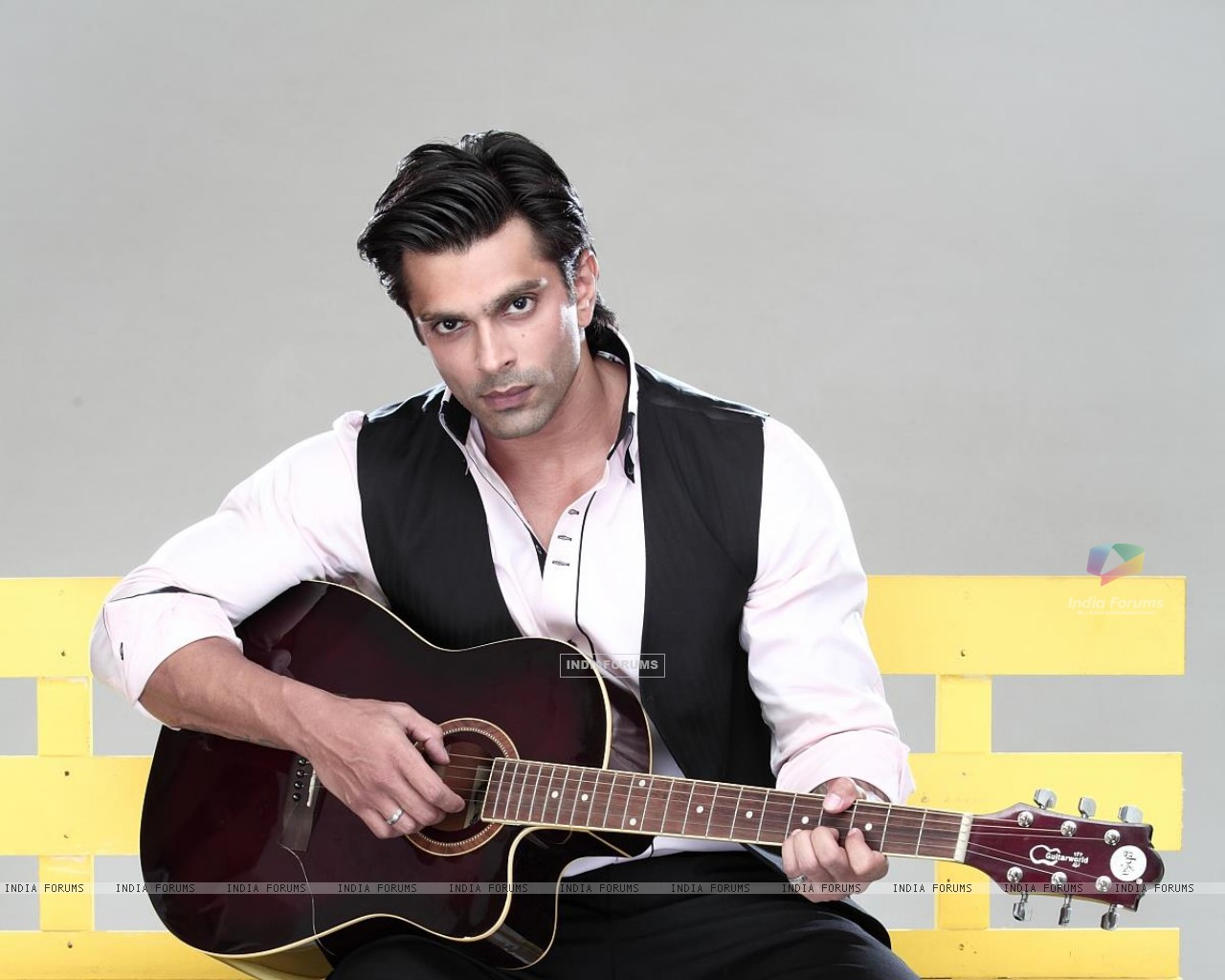 Karan Singh Grover in Qubool hai - Wallpaper (Size:1280x1024)