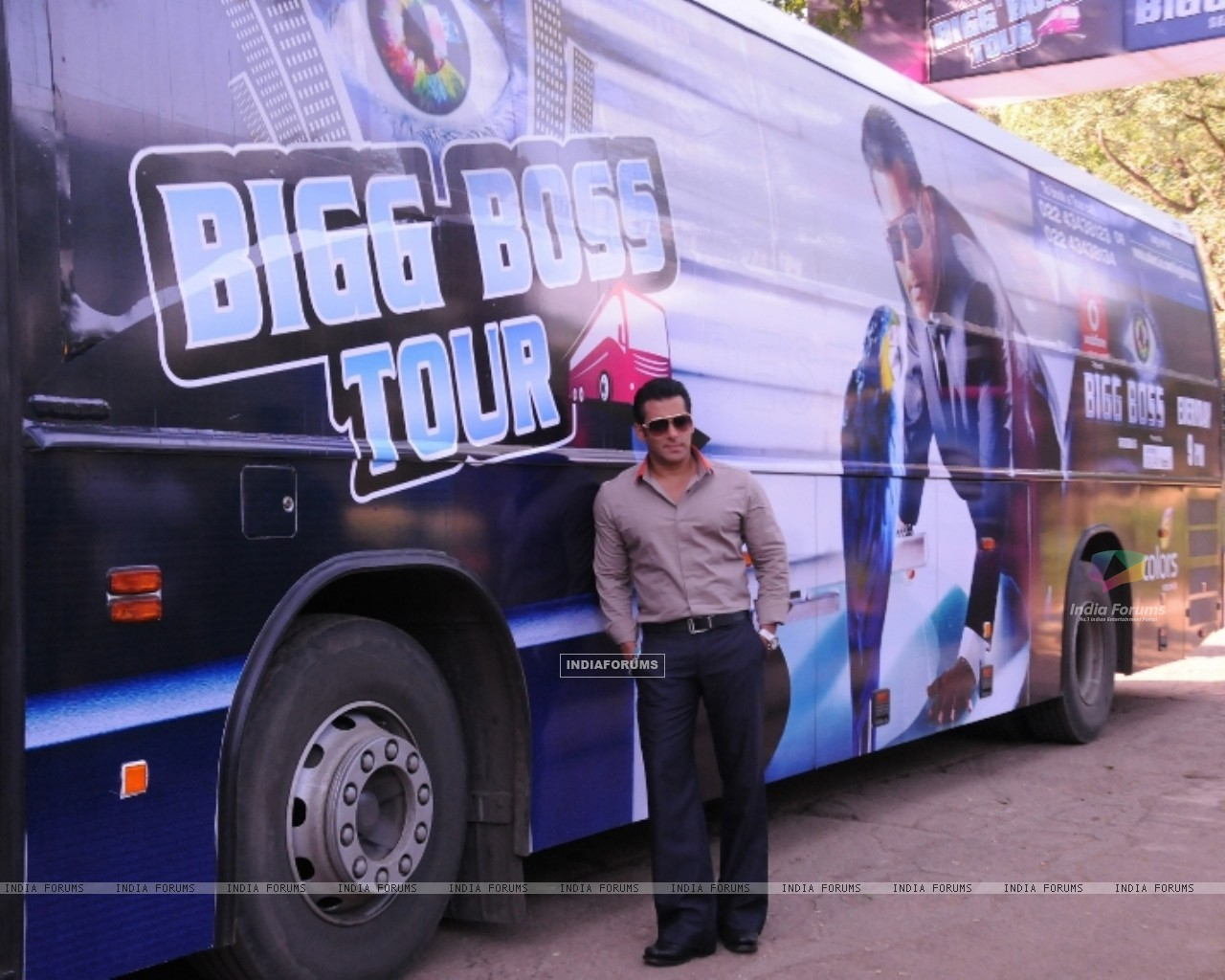Bollywood actor Salman Khan at the launch of India's first ever reality TV tour in Mumbai. (231849) size:1280x1024