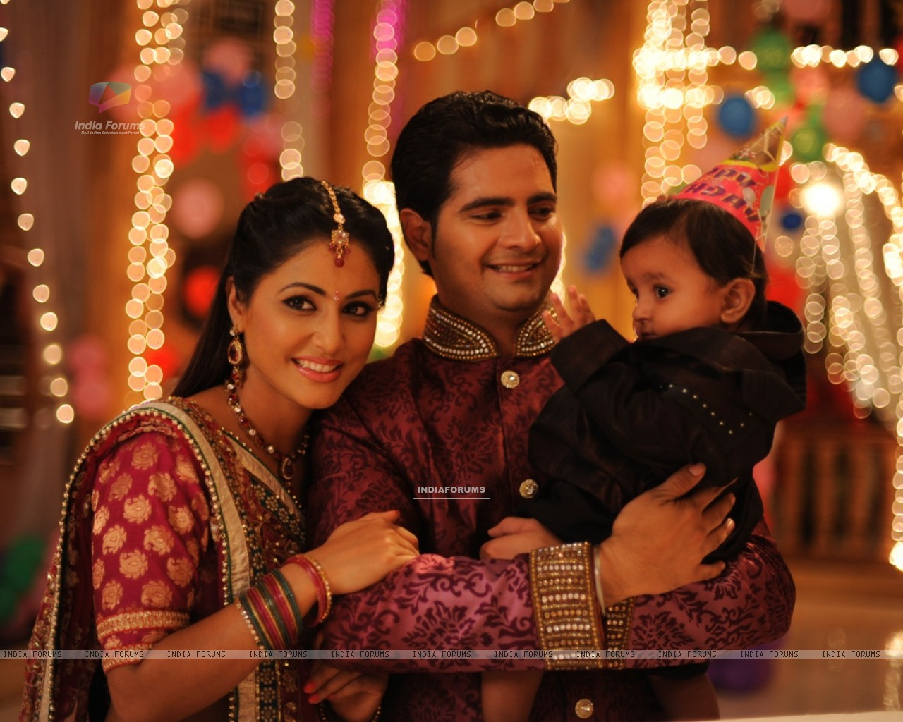 Hina khan and Karan Mehra on the set Yeh Rishta Kya Kehlata Hai (232155) size:1280x1024