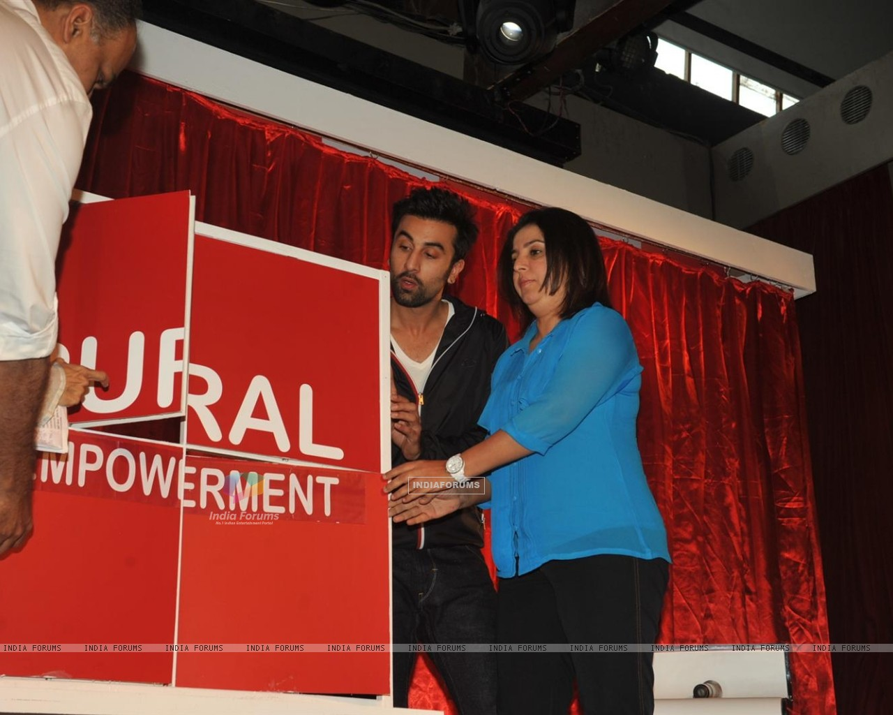 Ranbir Kapoor & Farah Khan unveiled and supported for Swades Foundation (232248) size:1280x1024