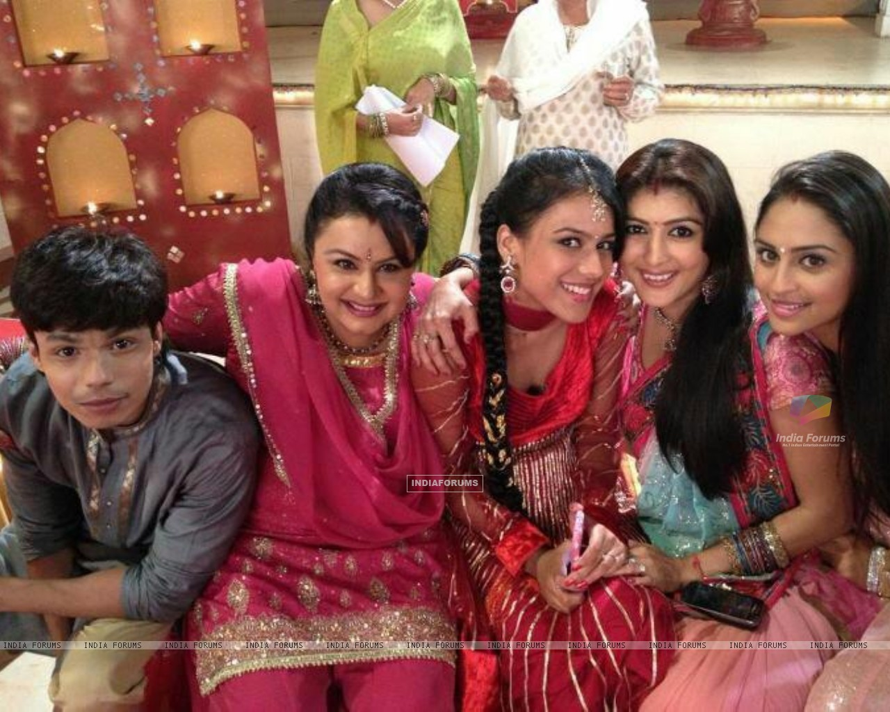 Gaurav, Nia and Krystle with cast (232508) size:1280x1024