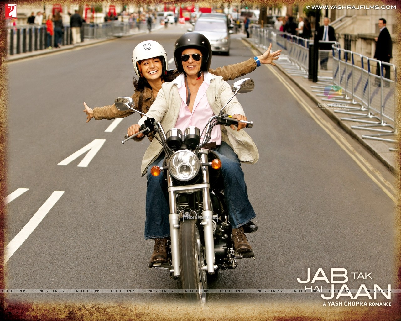 Shah Rukh Khan and Anushka Sharma in Jab Tak Hai Jaan (232797) size:1280x1024