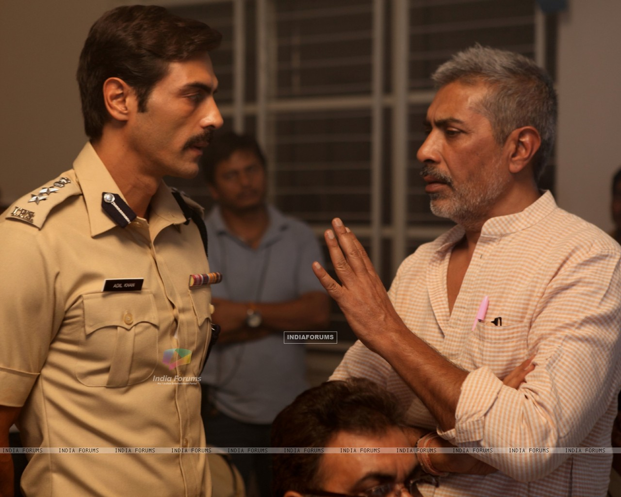 Arjun Rampal and Prakash Jha on the set of Chakravyuh. (232936) size:1280x1024