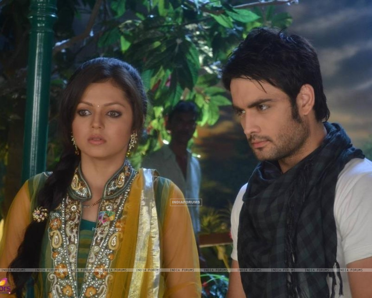 Vivian and Drashti (233443) size:1280x1024