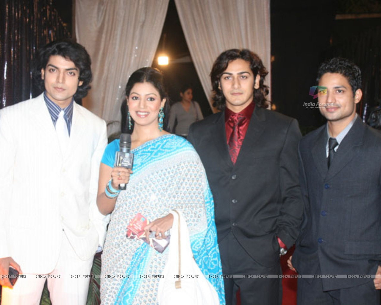 Gurmeet and Debina with Lalit Negi and Ankit Arora (234814) size:1280x1024