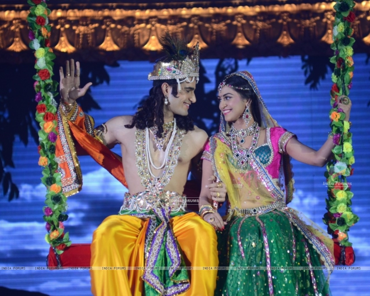 Jivika and Viren http://www.india-forums.com/wallpaper/1280x1024/235823-viren-and-jeevika-playing-radha-and-krishna-at-the-legend-of-di.htm