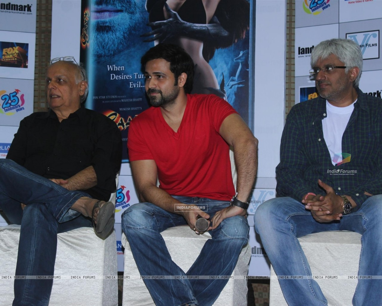 Mahesh Bhatt, Emraan Hashmi and Vikram Bhatt at Film Raaz 3 DVD Launch (237831) size:1280x1024