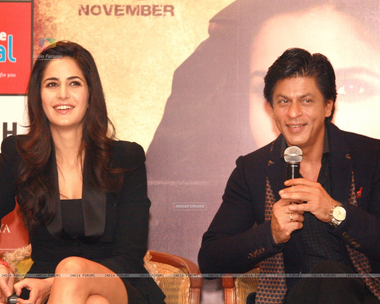 Shahrukh Khan and Katrina Kaif at a press conference for the film Jab Tak Hai Jaan (238942) size:1280x1024