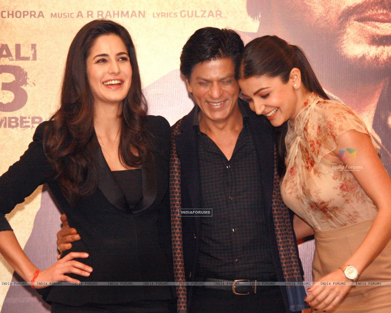 Shahrukh Khan, Katrina Kaif and Anushka Sharma at a press conference for the film Jab Tak Hai Jaan (238948) size:1280x1024