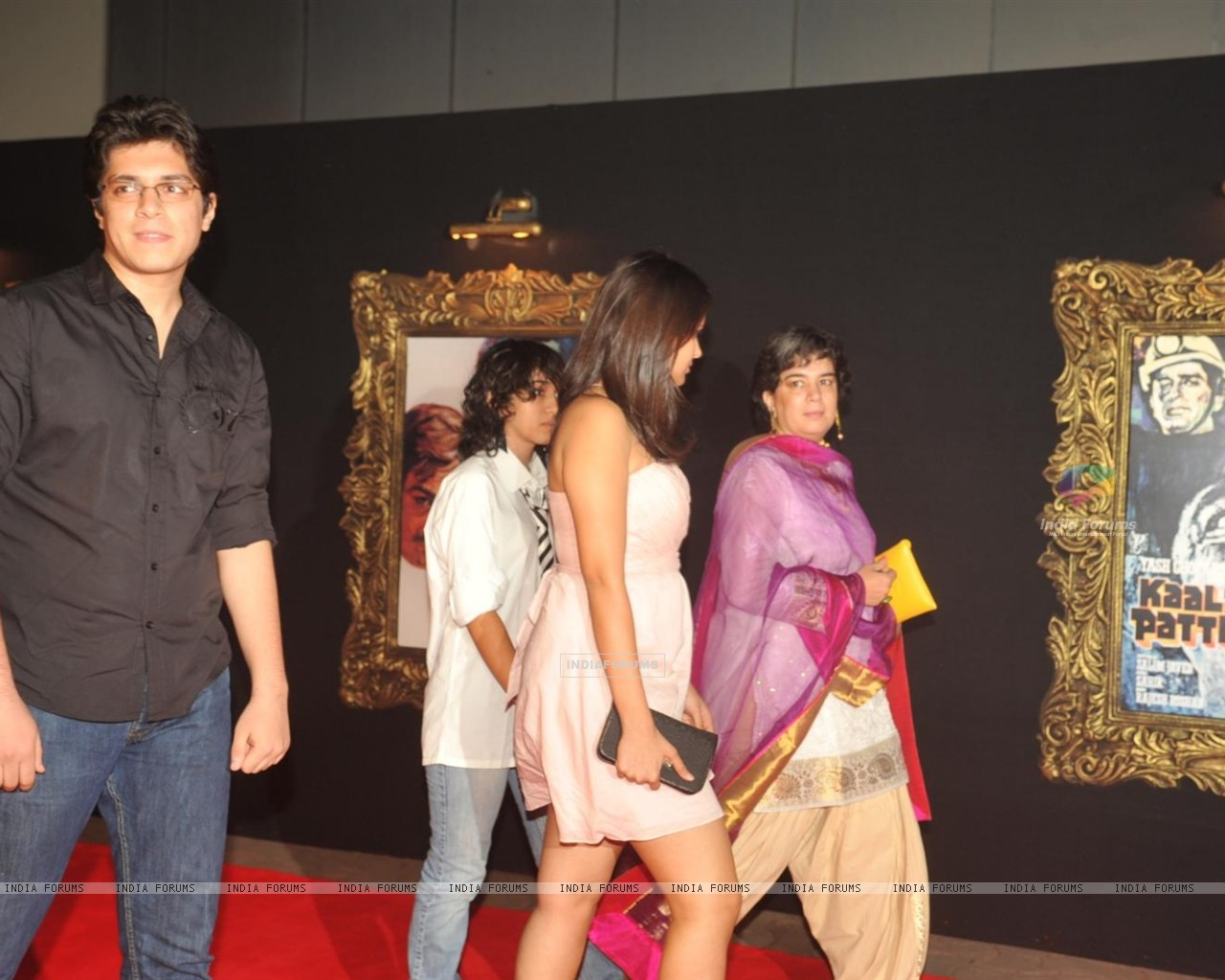 Red Carpet for premier of film Jab Tak Hai Jaan (239704) size:1280x1024